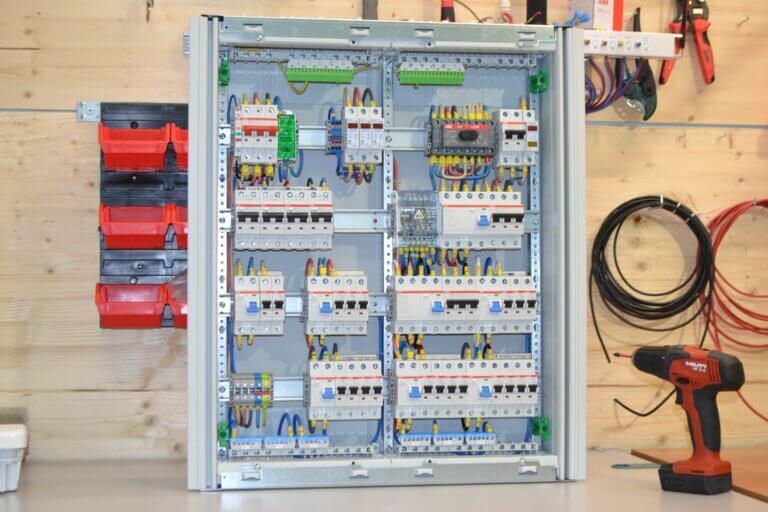 Проект сборка щита для дома с ручным переключением от генератора