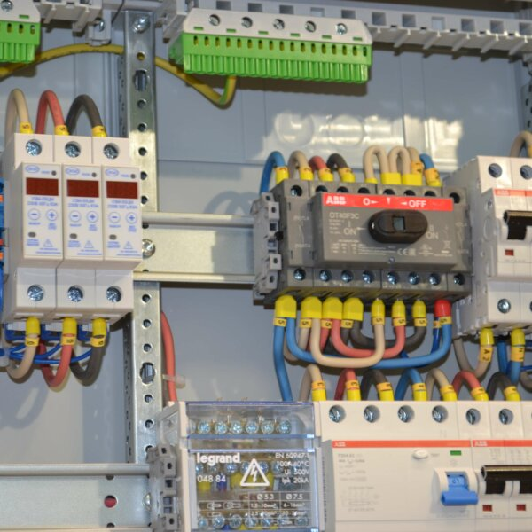 Электрощит с переключением на генератор