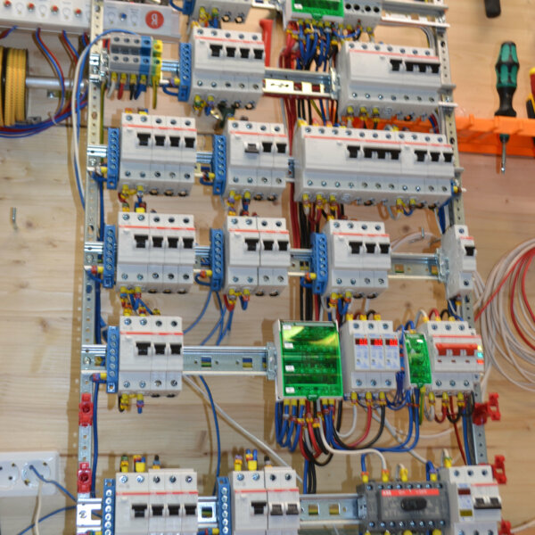 Сборка электрощита