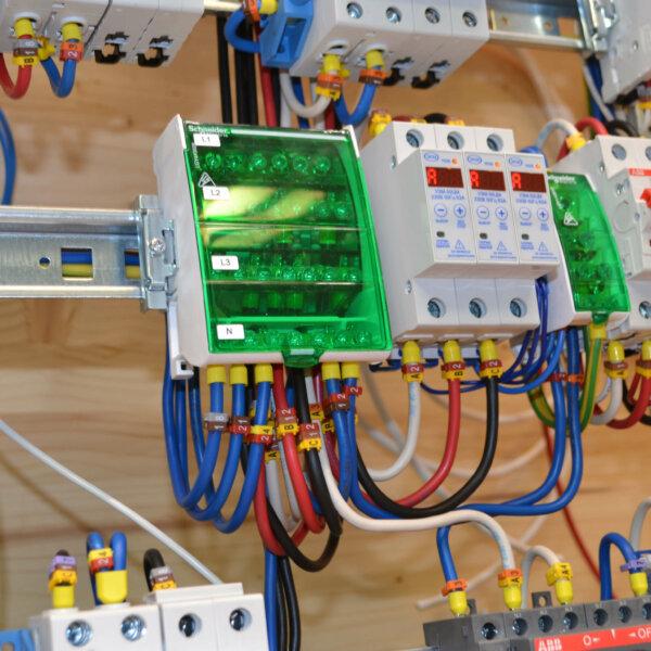 Крос модуль в электрощите