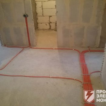 Прокладка электрики по полу в ПНД гофре