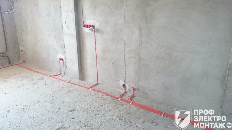 прокладка кабеля по полу в гофре