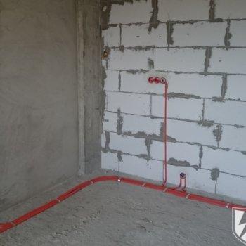 Электропроводка в квартире по полу в гофре