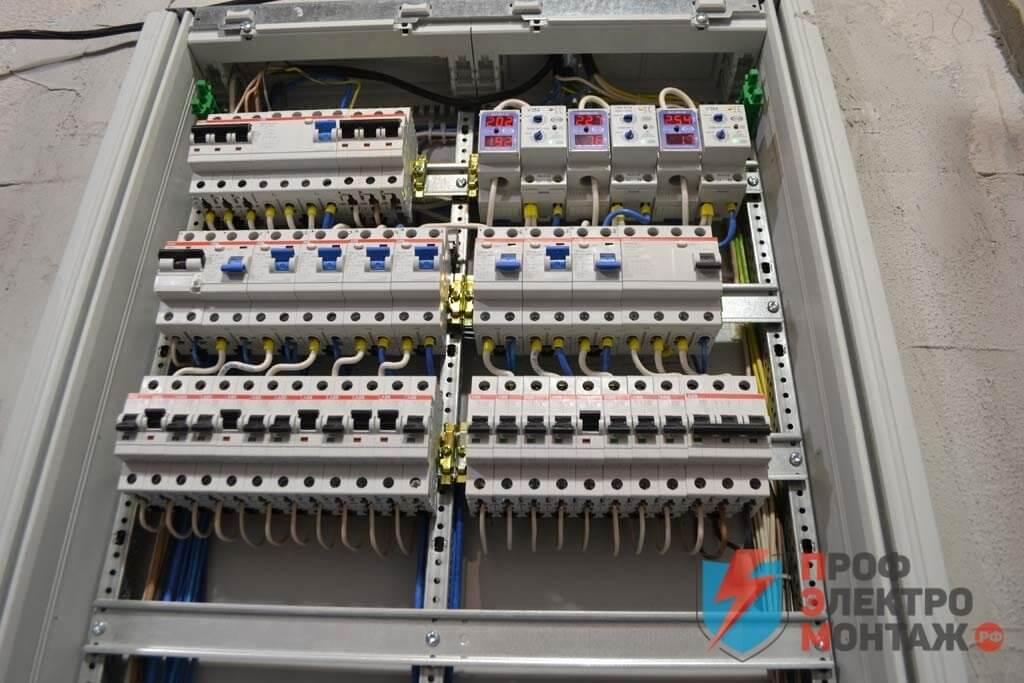 Электромонтажные работы любой сложности в загородном доме или коттедже, замена проводки, установка розеток, сборка щита, план электрической проводки.