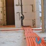 кабель по полу в ПНД гофре