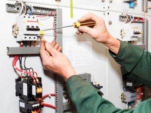 Услуги электрика в Москве, установка розеток и выключателей, подключение люстры, ремонт электропроводки в квартире, низкие расценки на услуги электрика.