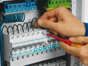 Услуги электрика в Москве, установка розеток и выключателей, подключение люстры, ремонт электропроводки в квартире, установка автоматов.