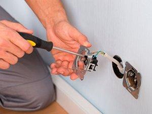 Услуги электрика в Москве, установка розеток и выключателей, подключение люстры, ремонт электропроводки в квартире, низкие расценки, гарантия.